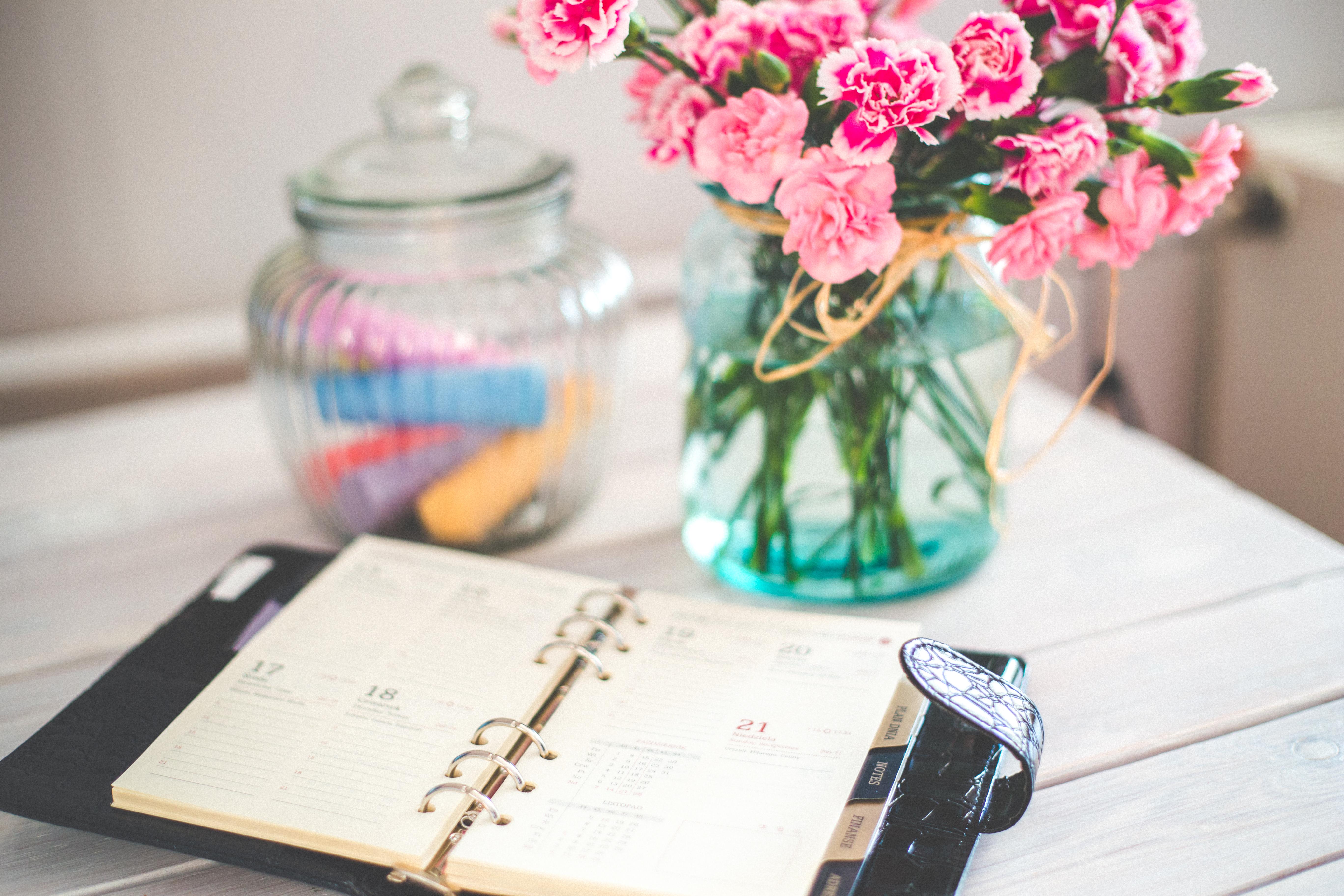 flowers-desk-office-vintage
